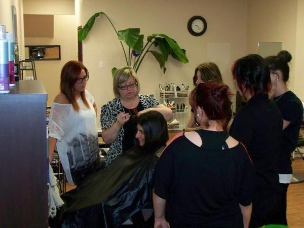Ecole de coiffure 64 votre nouveau blog l gant la for Salon coiffure tunis